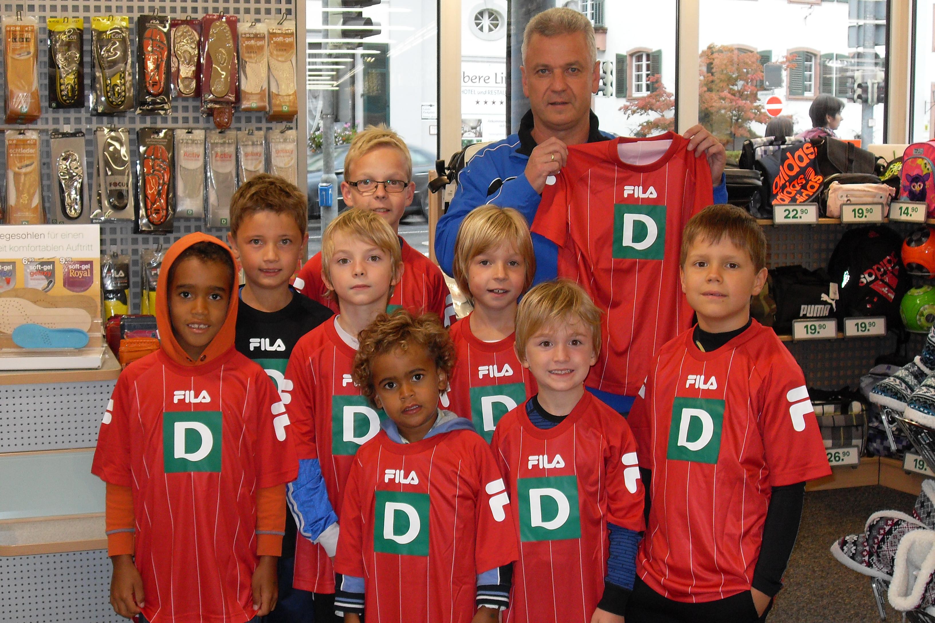 Trainer Thomas Springmann mit einem Teil seiner Mannschaft